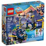 Конструктор Lego DC Super Hero Girls Секретный бункер Бэтгёрл 41237